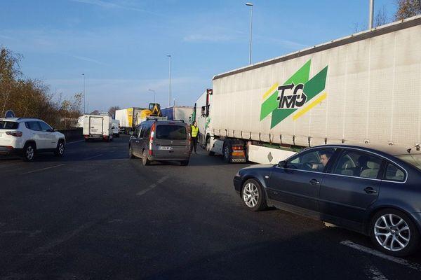 À Rennes, les Gilets jaunes ciblent les camions