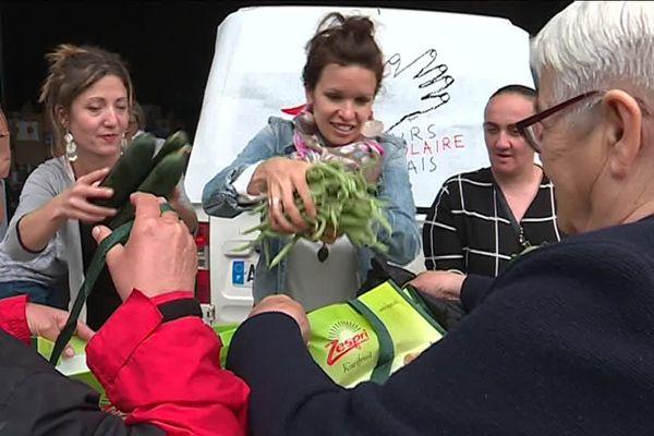 Une distribution de panier bio et solidaire par le Secours Populaire, dans le 14ème arrondissement de Marseille.