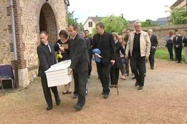 Bailleau-l'Evêque (Eure-et-Loir) : Obsèques du petit Axel Noël, mort dans un accident de luge en mars 2015 au Mont-Dore (Puy-de-Dôme).