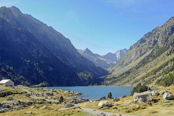 Interdiction de pêcher dans les lacs de haute montagne. Ici le lac de Gaube à Cauterets (Hautes-Pyrénées)