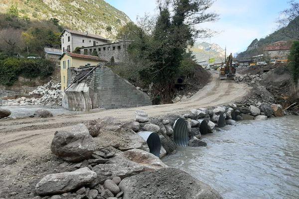 Un pont provisoire a été créé à l'entrée de Fontan, dans les Alpes-Maritimes.