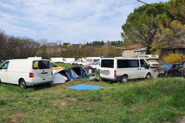 Près de 150 personnes se sont réunies pour cette soirée clandestine à Fuveau, dans les Bouches-du-Rhône.