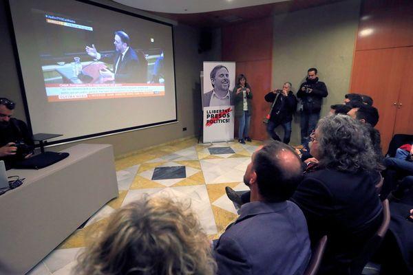 Madrid (Espagne) - le procès des indépendantistes catalans : le principal accusé Oriol Junqueras (dans l'écran) refuse de répondre à l'accusation, ses amis suivent les auditions - 14 février 2019.