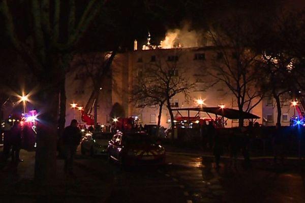 Incendie d'immeuble à Mulhouse, une centaine de personnes sans logement