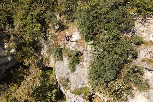 Des travaux sécurisation de la falaise du Grand Roc aux Eyzies