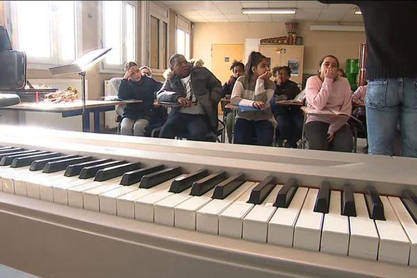 Au collège Diderot à Nîmes, depuis une semaine la sonnerie est remplacée par des chansons de France Gall - 11 janvier 2018