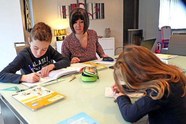 Comment faire travailler les élèves à la maison. La question se pose alors que les écoles ferment à partir du 16 mars en France.