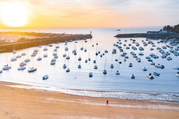 La plage du Portrieux est la seule plage exposée sud de la commune de Saint-Quay-Portrieux. Face au port d'échouage, elle offre une palette de couleurs très inspirantes pour les vacanciers comme pour les artistes !