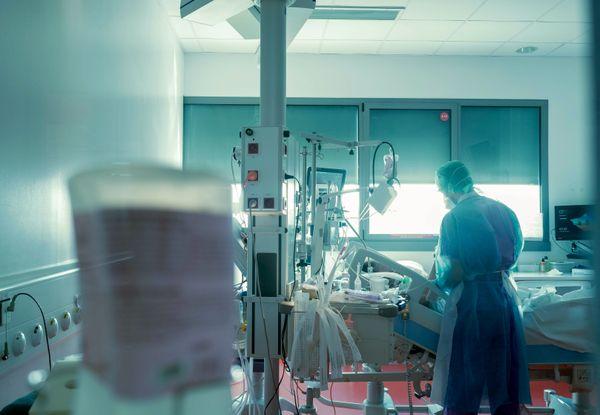 Un malade en réanimation reste en moyenne 20 jours dans le service.