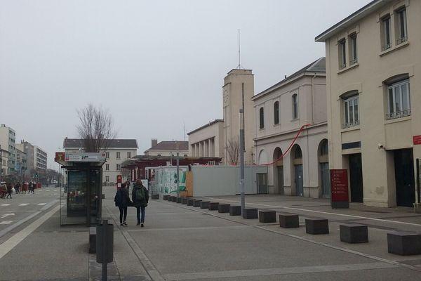 C'est dans le quartier de la gare de Clermont-Ferrand qu'un jeune homme lié aux meurtres de Montluçon aurait été arrêté, selon nos confrères de La Montagne