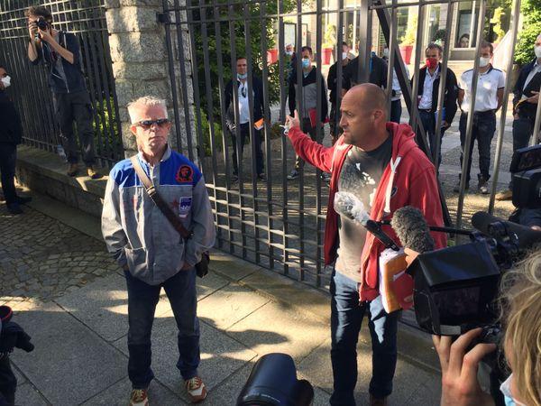 Maël Le Goff (à droite), secrétaire CGT de la fonderie de Bretagne, attend des réponses claires sur la situation de l'usine