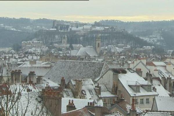 Neige sur les toits de Besançon