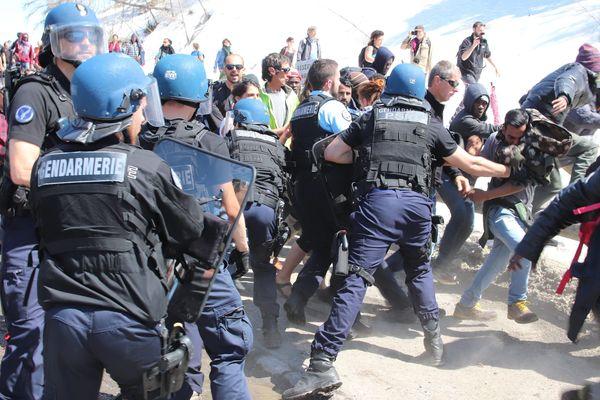 Les trois militants avaient été interpellés le 22 avril dernier à Briançon lors d'une manifestation de soutien aux migrants.