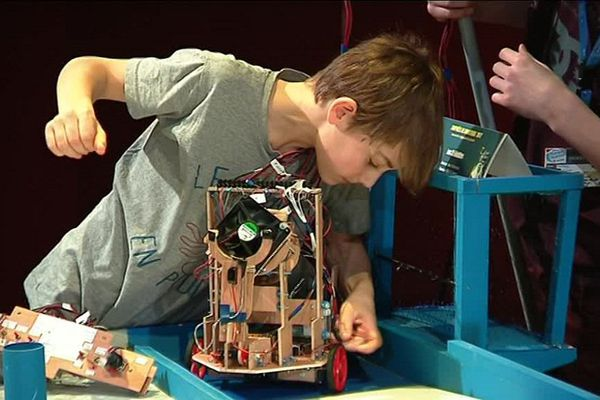 Des élèves de 10 à 18 ans ont construit leurs propres robots.