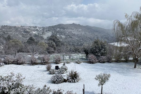 La neige à Vezzani ce mercredi 25 mars.