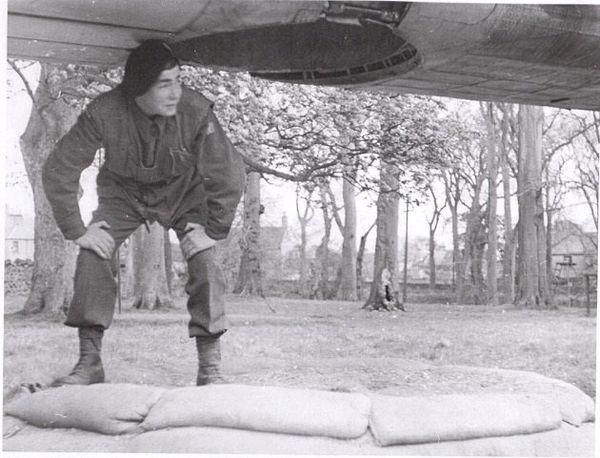 En 1943, à l'école des commandos parachutistes de Ringway en Grande-Bretagne, il découvre la trappe par laquelle il sautera dans la nuit du 7 au 8 juin sur le maquis de Saint-Marcel, dans le cadre du débarquement, opération Overlord