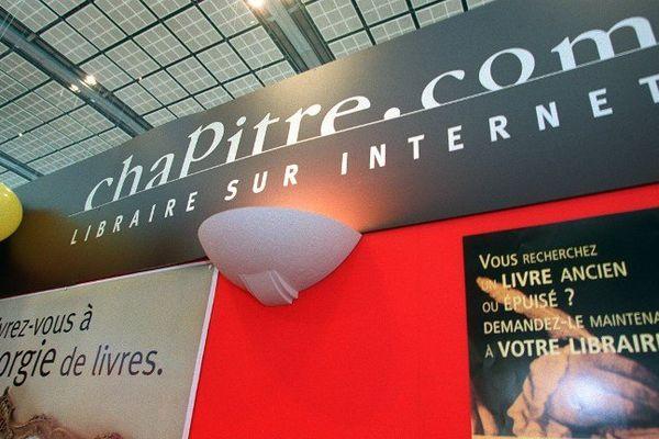 Photo prise le 19 mars 2001 au Salon du livre à Paris, du stand de la librairie sur internet Chapitre.com.