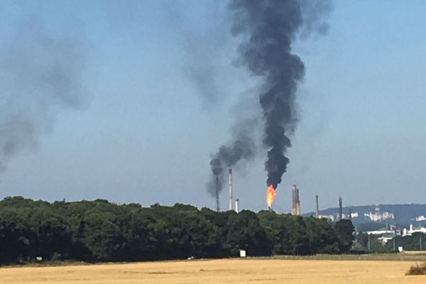 La fumée se voyait 40 kilomètres à la ronde lundi matin