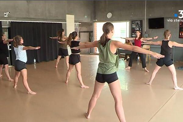 Au programme : dispenser un cours de 30 minutes avec des enfants pour les initier à la danse.