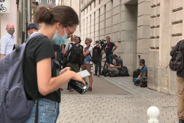 De nombreux journalistes attendaient l'arrivée de Nicolas Zepeda à Besançon