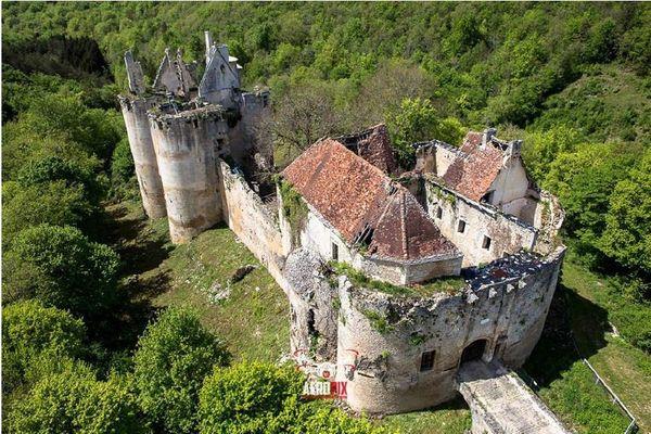 Le château de Rochefort à Asnières-en-Montagne, en Côte-d'Or, est un des projets du loto du patrimoine.