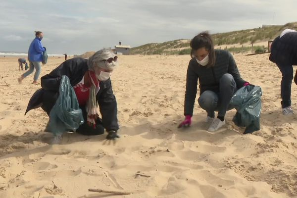 La secrétaire d'Etat auprès du ministre de la transition écologique Brune Poirson a annoncé le durcissement des amendes pour jet de déchet sur la voie publique afin de lutter contre la pollution marine. Elle participait ce dimanche matin à une campagne de nettoyage sur une plage du Cap-Ferret avec la surfrider fondation.