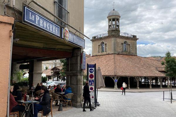Déconfinement : A Revel en Haute-Garonne près de Toulouse, les bars et restaurants ont rouvert après six mois de fermeture.