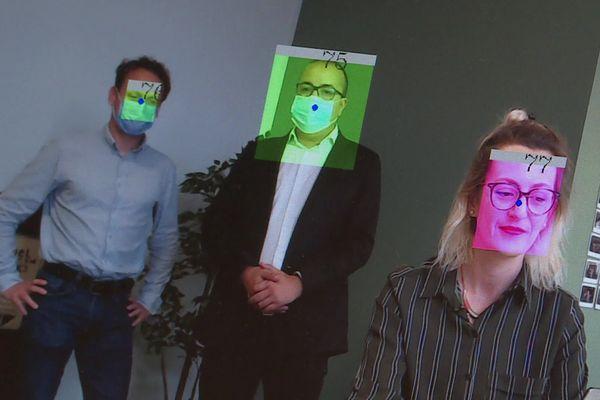 Du vert si vous portez un masque. Du rose si vous n'en portez pas.