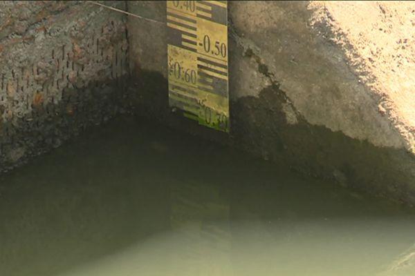 Le manque d'eau ne permet plus la navigation sur le canal sur une portion d'environ 100km, l'activité économique s'en retrouve ralentie