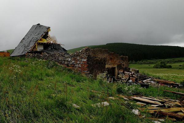 Dimanche 10 juin, dans l'après-midi, une tornade a détruit un buron qui était en cours de restauration sur la commune de la Godivelle, dans le Puy-de-Dôme.
