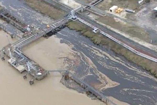 Le 12 janvier 2007, une nappe d'hydrocarbures s'étendait sur la surface de l'eau de la Garonne  suite à la rupture d'un bac de pétrole