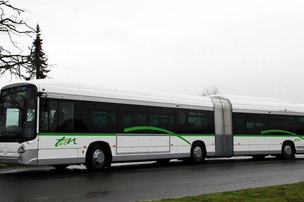 un bus hybride dans sa version nantaise
