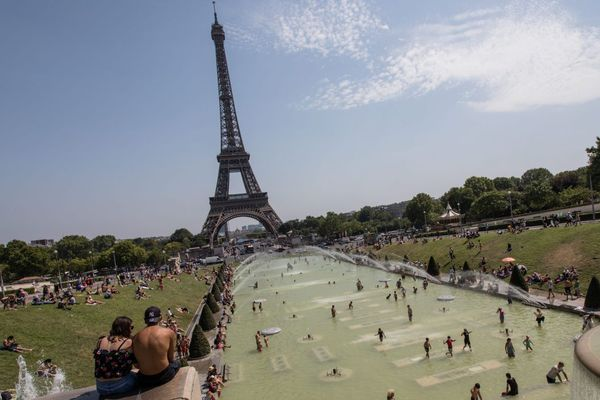 La Tour Eiffel, qui a été construite pour l'exposition universelle de 1889, devait être détruite 20 ans plus tard...