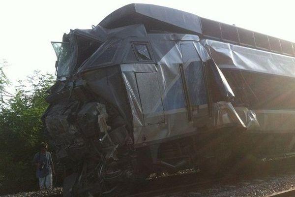 Treize personnes ont été hospitalisées suite à la collision d'un TGV et d'un TER.