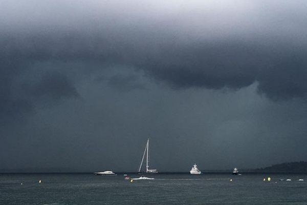 L'orage est arrivé dans l'après-midi et a traversé le Var puis les Alpes-Maritimes jusqu'à 18 heures.