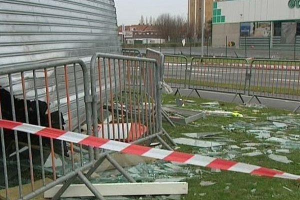 Trois enseignes de la zone commerciale d'Halluin ont été fortement endommagées