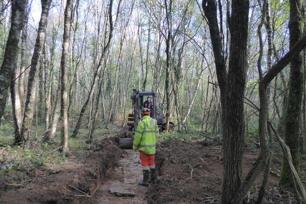 Une fois que le tracé originel d'un cours d'eau a été identifié, des travaux peuvent commencer pour les restaurer