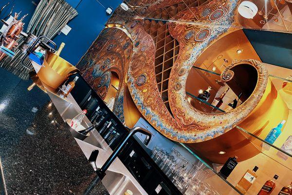Le bar du salon de jeu VIP du casino d'Enghien-les-Bains.