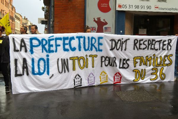 Une manifestation de soutien aux familles menacées d'expulsion, du 36 rue Roquelaine à Toulouse, était organisée ce mercredi 15 septembre à Toulouse.