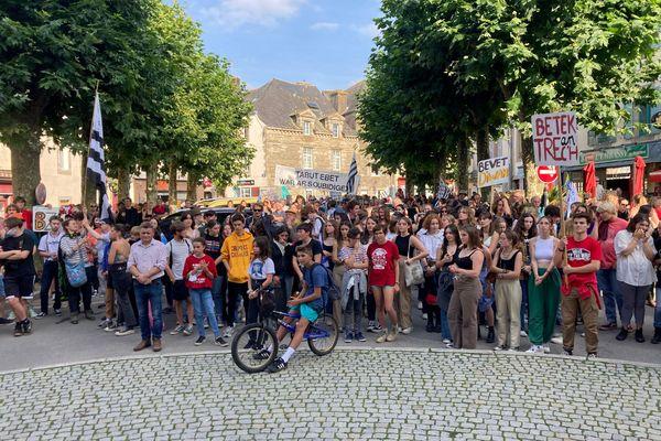 Une mobilisation dans les rues de Carhaix, ce mercredi, pour défendre la langue bretonne et les emplois en breton