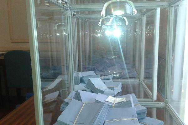 Isoloirs, urnes, bulletins, enveloppes ; rien ne doit manquer