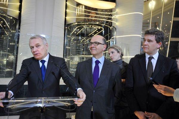 Arnaud Montebourg en compagnie de Jean-Marc Ayrault et Pierre Moscovici à bord du Preziosa lors d'une précédente visite le 21 janvier 2013