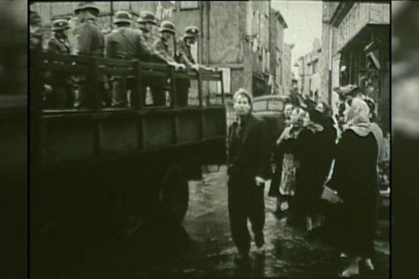 Le 24 janvier 1943, les autorités françaises et allemandes ont évacué 20 000 habitants du quartier Saint-Jean, sur le Vieux Port de Marseille