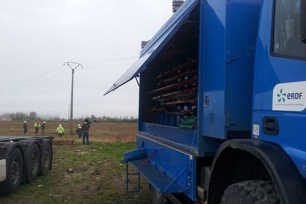 120 techniciens sont mobilisés par ERDF pour rétablir l'électricité dans les 2500 foyers encore privés de courant ce dimanche matin