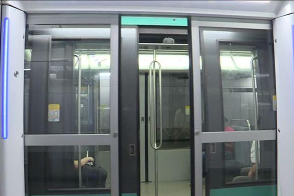 Des portes palières sur la ligne 4 du métro.