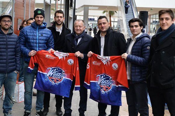 Jean-Michel Aulas, Sébastien Berthet, président du Lyon Hockey Club et des joueurs du club.