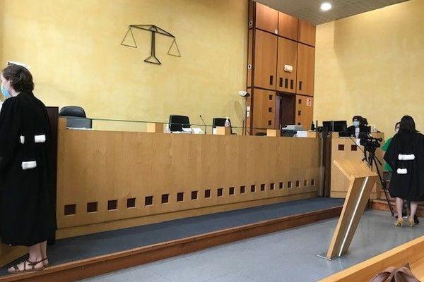 Un couple, la sœur et le beau-frère de la victime, est jugé par le tribunal correctionnel de Nîmes pour des faits de séquestrations, violences et abus - 15 juin 2021