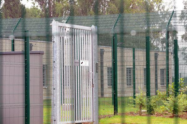 Le centre de rétention de Lille-Lesquin où étaient retenus les 18 migrants.