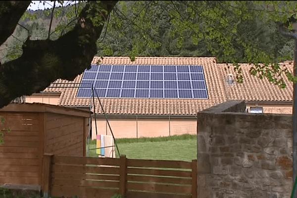 La salle polyvalente de Saint-Etienne-de-Boulogne équipée de panneaux solaires