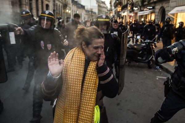 Un mouvement des gilets jaunes refoulé du Palais de l'Elysée à Paris.